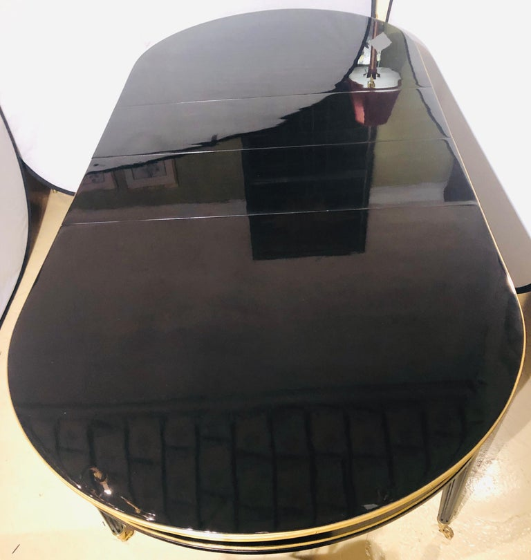 Maison Jansen Style Ebony Lacquered Dining Table in Hollywood Regency Fashion In Good Condition For Sale In Stamford, CT