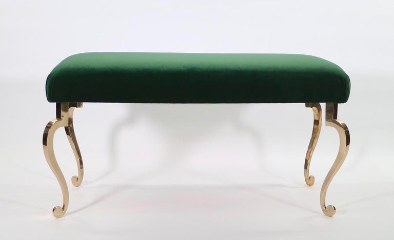 Hollywood Regency bronze bench designed by Maison Ramsay and re-upholstered in emerald green velvet. The piece has four cabriole legs and was made during the 1950s in France. In great vintage condition with age-appropriate wear and use.