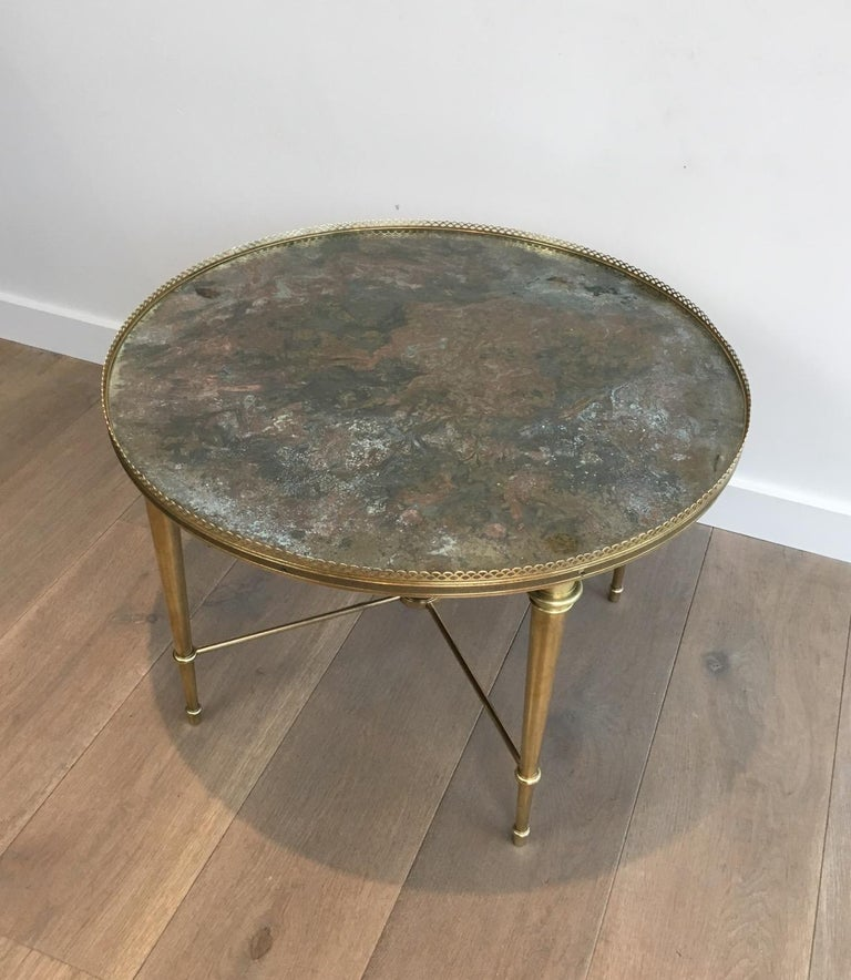 Verre Églomisé Maison Ramsay, Neoclassical Round Brass Coffee Table with Eglomized Glass Top For Sale