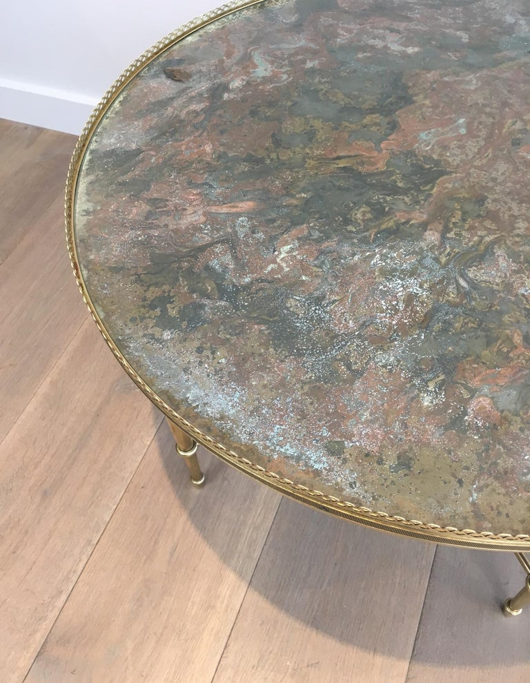Maison Ramsay, Neoclassical Round Brass Coffee Table with Eglomized Glass Top For Sale 2