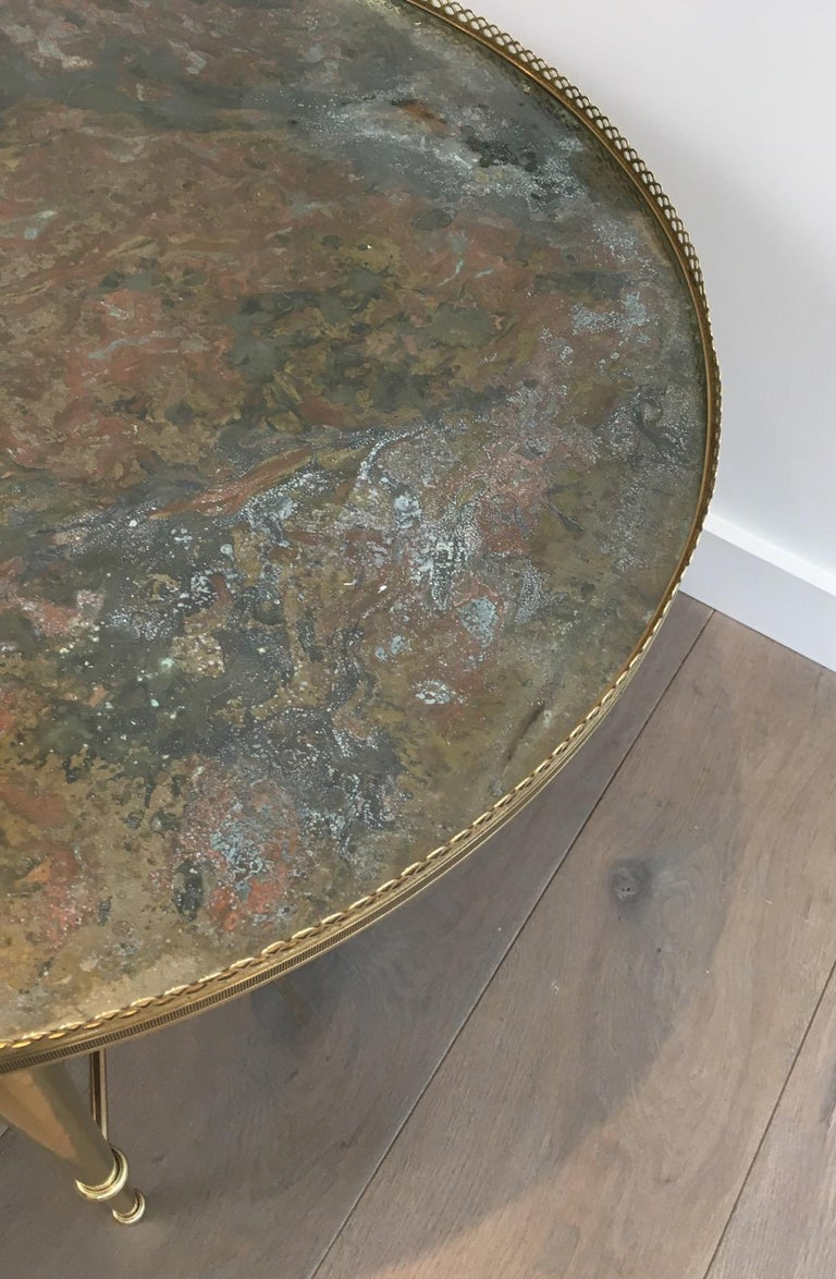 Maison Ramsay, Neoclassical Round Brass Coffee Table with Eglomized Glass Top For Sale 3