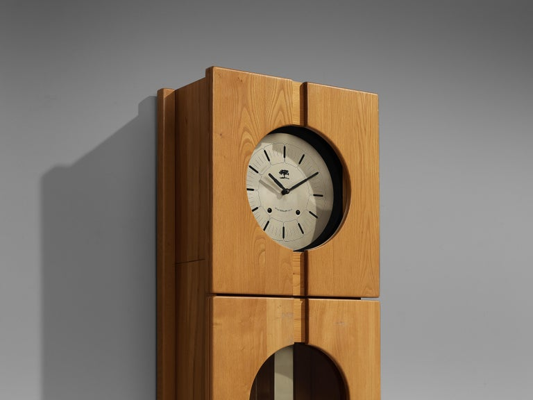 Maison Regain Sculptural Grandfather Clock in Solid Elm In Good Condition For Sale In Waalwijk, NL