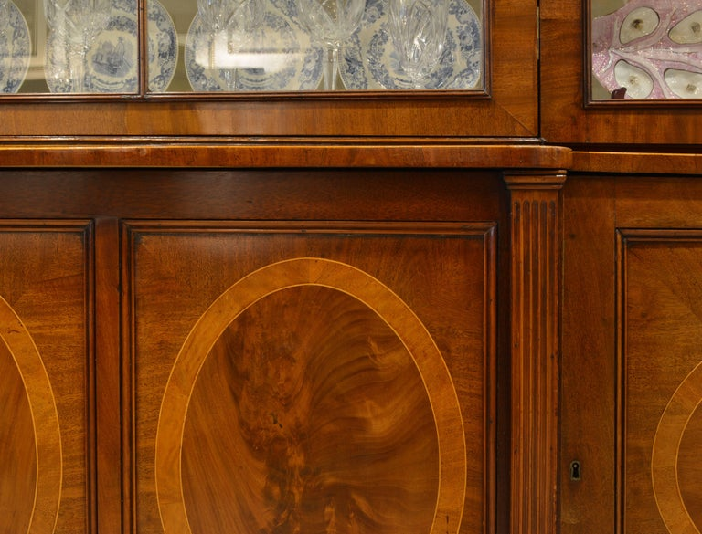 Majestic 19th Century English George III Inlaid Mahogany Breakfront Bookcase For Sale 6