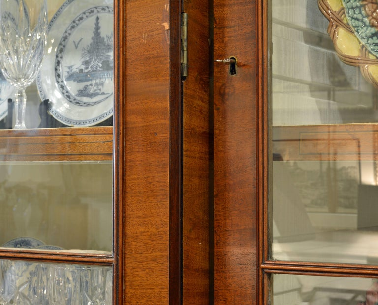Majestic 19th Century English George III Inlaid Mahogany Breakfront Bookcase For Sale 2