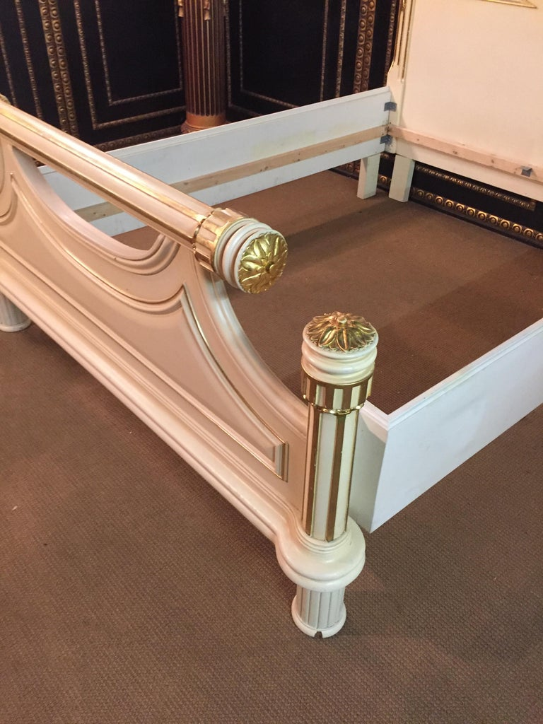 20th Century Majestic Baroque Bed in the Style of Louis XVI For Sale