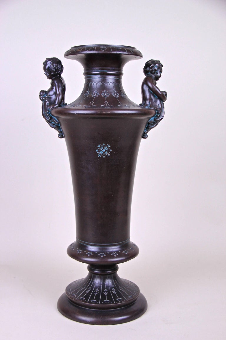Majolica Amphora Vase with Putties by B. Bloch, Bohemia, circa 1890 In Good Condition For Sale In Lichtenberg, AT