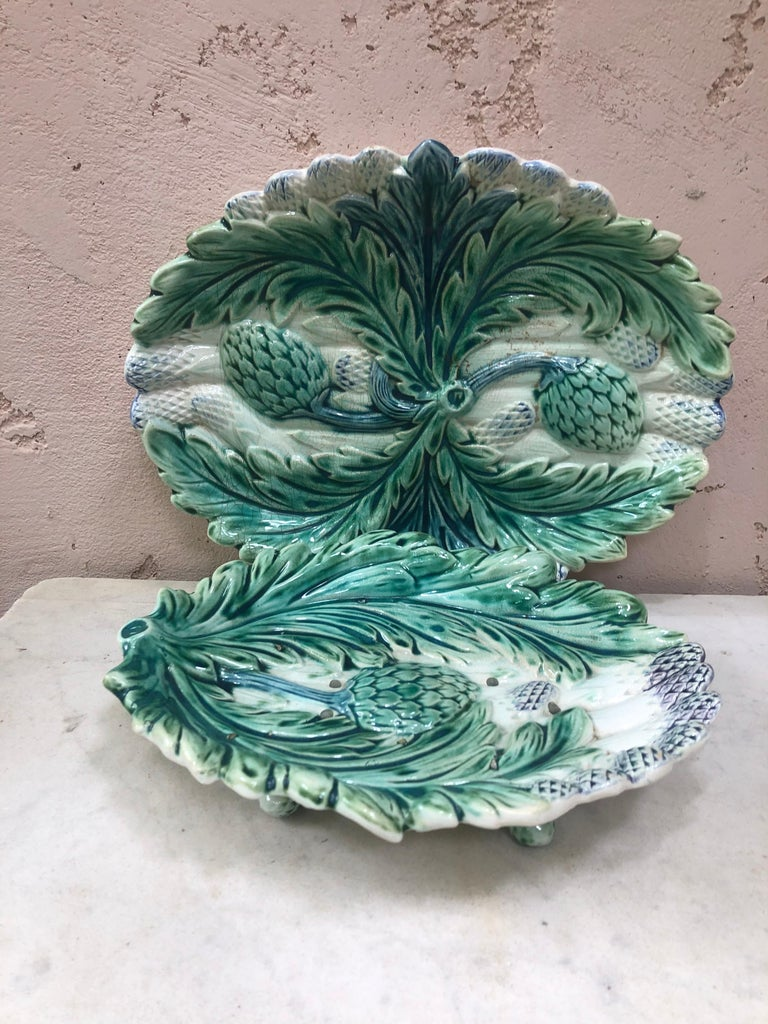 Majolica asparagus and artichoke platter in two pieces fives Lille, circa 1890. Measures: Two pieces / the platter 13