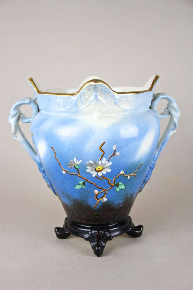 Majolica Cachepot Art Nouveau Hand Painted, France, circa 1915 In Good Condition For Sale In Linz , AT