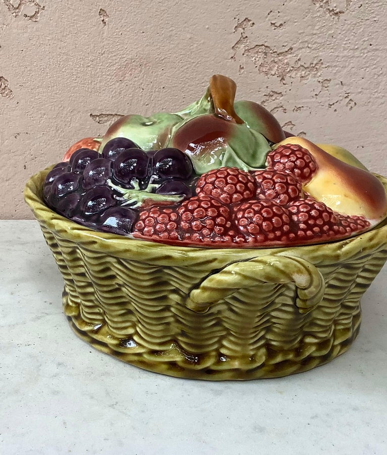 Majolica Fruits Basket Sarreguemines, circa 1920 In Good Condition For Sale In The Hills, TX