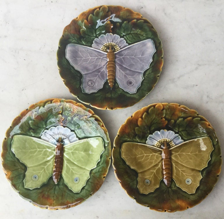 Majolica Gray Butterfly Plate Josef Steidl Znaim, circa 1890 In Good Condition For Sale In The Hills, TX
