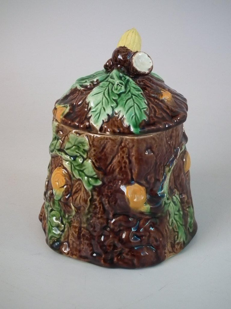 Majolica Oak and Acorn Pot and Cover In Good Condition For Sale In Chelmsford, Essex