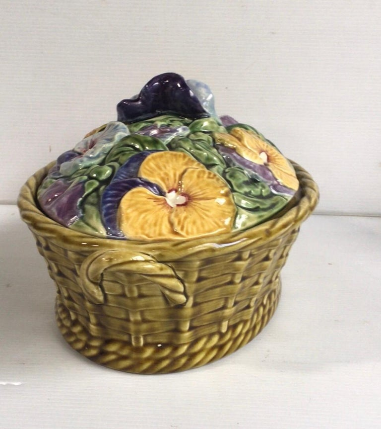 Majolica Pansies Basket Sarreguemines, circa 1920 In Good Condition In The Hills, TX