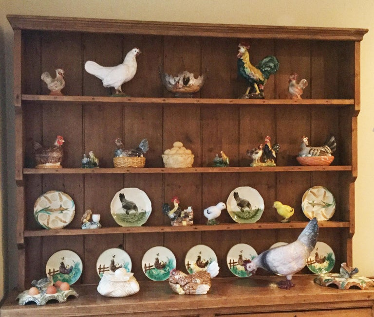 Majolica Rooster Heads Jardiniere Orchies, circa 1900 In Good Condition For Sale In The Hills, TX