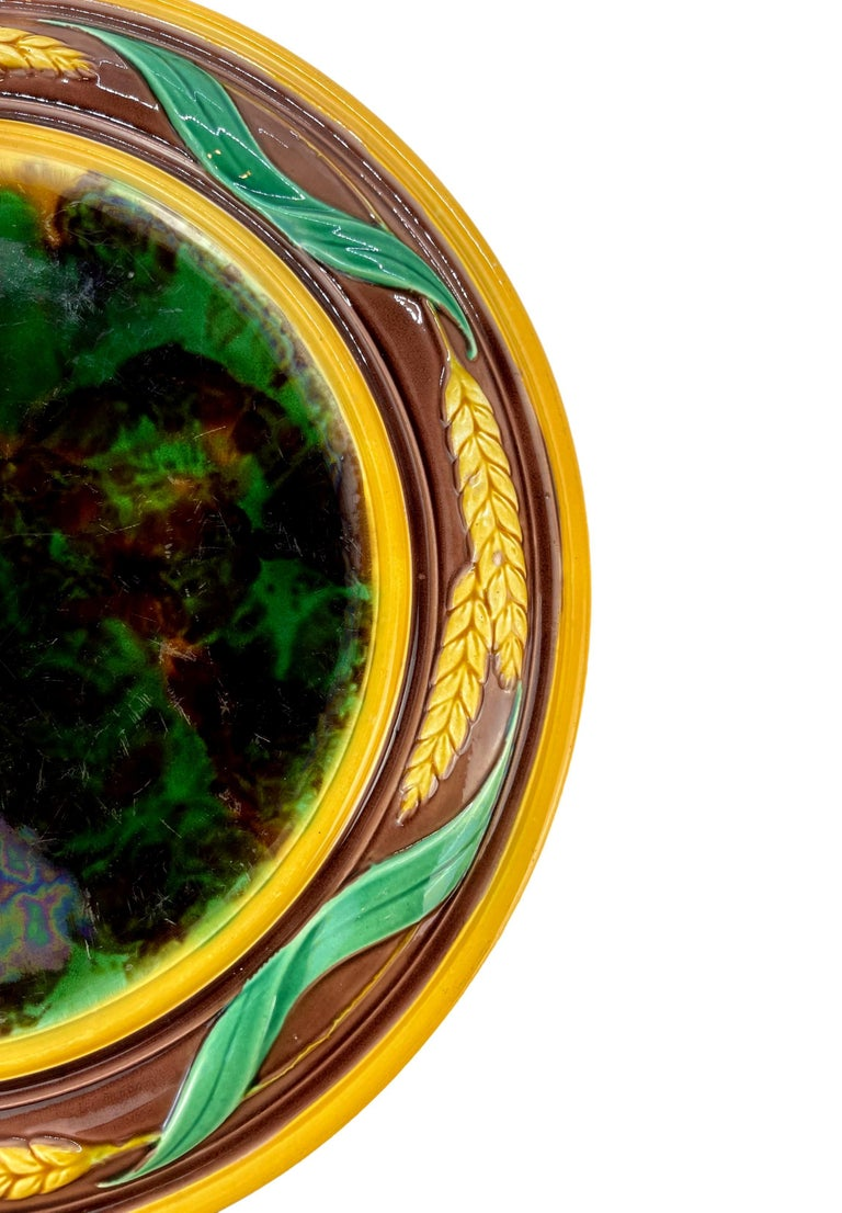 Molded Majolica Round Bread Platter with Mottled Center and Wheat, English, circa 1875 For Sale
