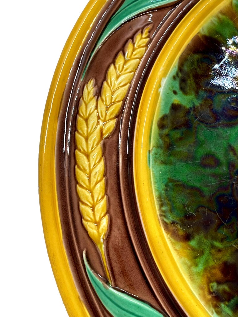 Majolica Round Bread Platter with Mottled Center and Wheat, English, circa 1875 In Good Condition For Sale In Banner Elk, NC