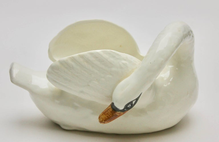 Majolica Set of White Swans Jardinière Stamped Imperiale Nimy Belgium circa 1900 In Good Condition For Sale In Verviers, BE