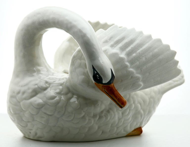 Majolica white swan jardinière Nimy, circa 1900.