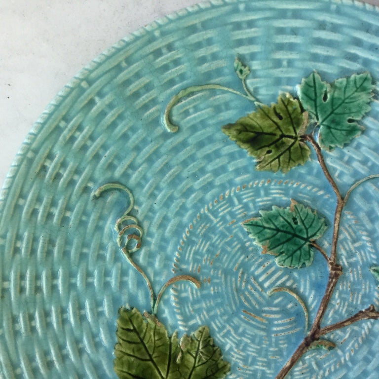 French Majolica Vine Leaves Plate Sarreguemines, circa 1890 For Sale