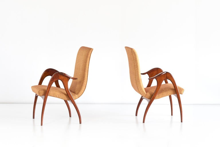 Malatesta and Mason Pair of Sculptural Armchairs in Walnut, Italy, Early 1950s In Good Condition For Sale In The Hague, NL