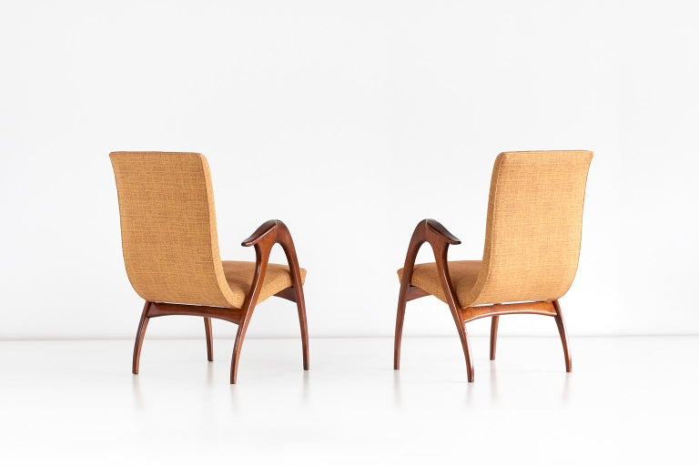 Malatesta and Mason Pair of Sculptural Armchairs in Walnut, Italy, Early 1950s For Sale 1