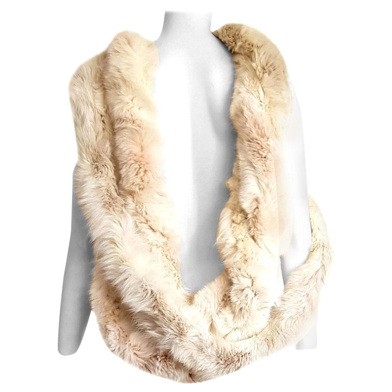 "MALO ""New"" Cream Wild Arctic Silver Fox Round Fur Scarf - Unworn For Sale"