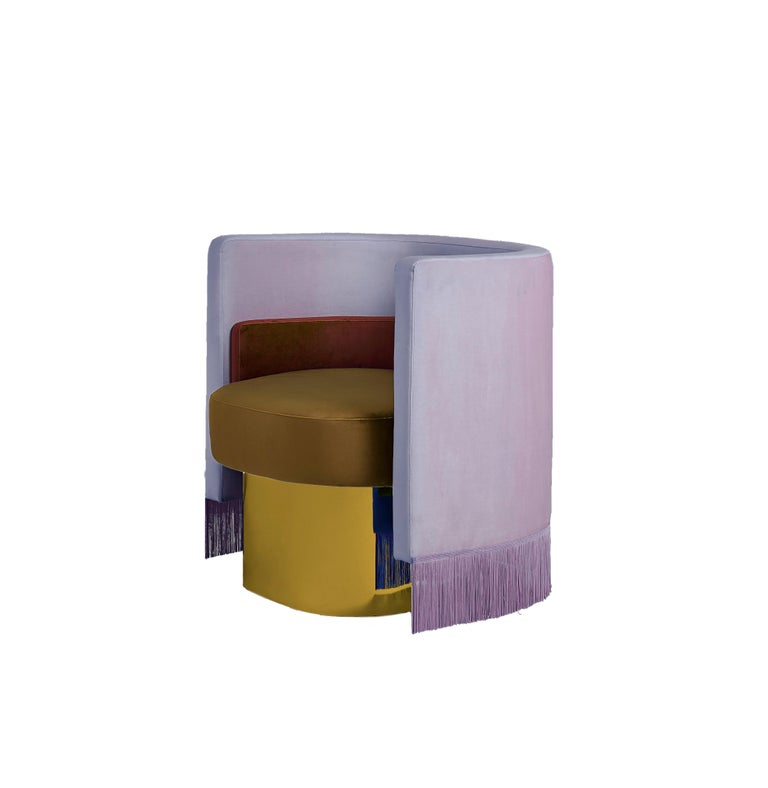 Mambo:  Metal base bathed in 24-carat gold   Solid pinewood and fiber frame.  Laminated board seat.  Beechwood board backrest with high frequency curved.  Wadding coating of 150 g/m^2 External and internal structure covered with hard foam