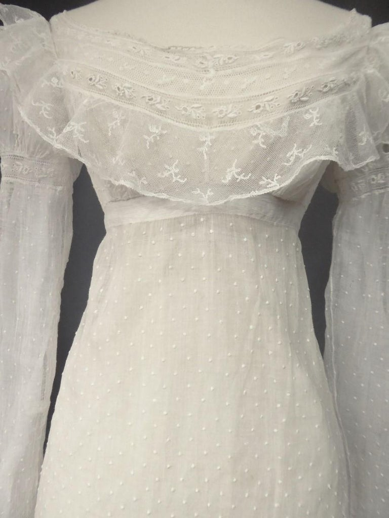 Women's Mameluck Dress in Muslin and Embroidered Veil - First French Empire Circa 1810 For Sale
