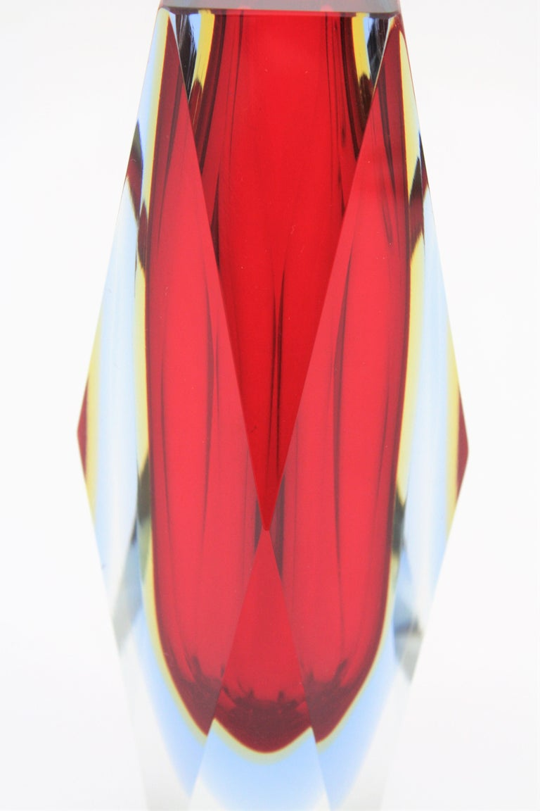 Mandruzzato Murano Sommerso Red, Blue, Yellow & Clear Faceted Glass Vase, 1960s In Excellent Condition For Sale In Barcelona, ES