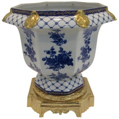 Mangani Cachepot White Porcelain Hand Painted with 24 Karat Gold Micro-Fusion