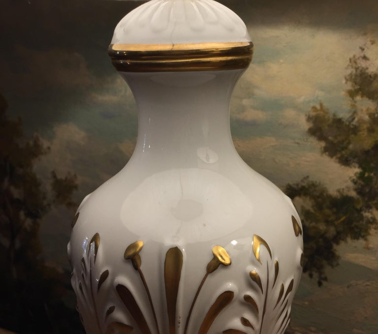 Mangani Firenze Pair of Italian White Table Lamps with Gold Foliate Motiv For Sale 7
