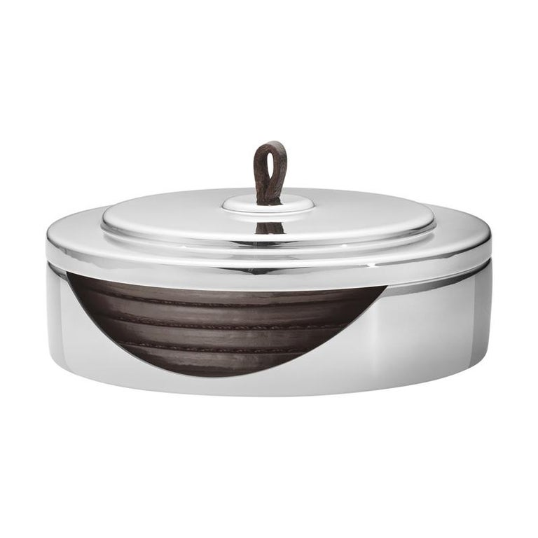 The iconic lines and timeless expression of the Manhattan collection represents the essence of Georg Jensen DNA and acts as a perfect contrast to the many organic designs. Originally a bar collection inspired by the Art Deco movement and the era of