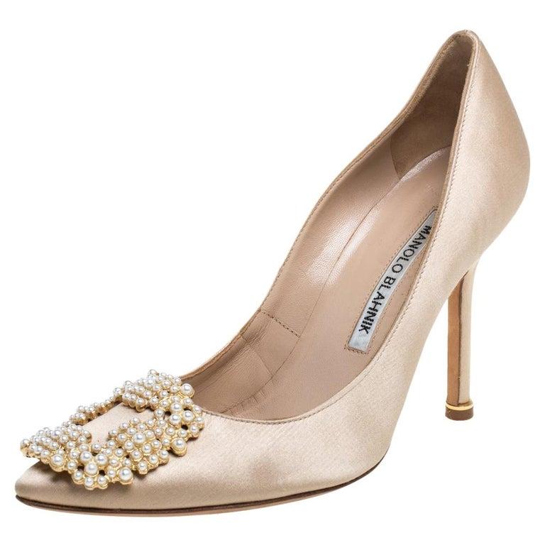 Manolo Blahnik Beige Satin Hangisi Pearl Embellished Pumps Size 35 For Sale
