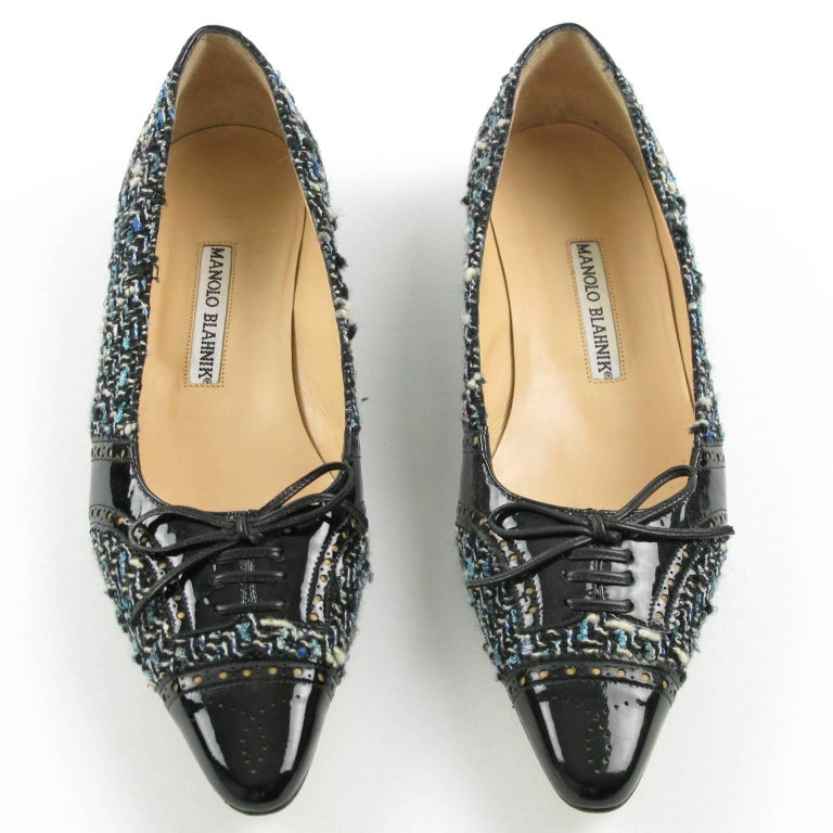 Manolo Blahnik Black Patent Leather and Tweed Fabric Flats Shoes Size 37.5 / 7.5 In Excellent Condition For Sale In Atlanta, GA