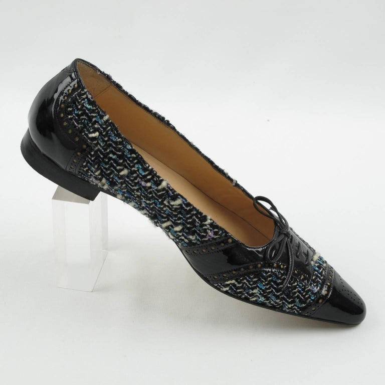 Manolo Blahnik Black Patent Leather and Tweed Fabric Flats Shoes Size 37.5 / 7.5 For Sale 2