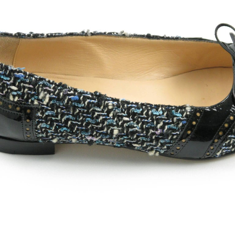Manolo Blahnik Black Patent Leather and Tweed Fabric Flats Shoes Size 37.5 / 7.5 For Sale 5