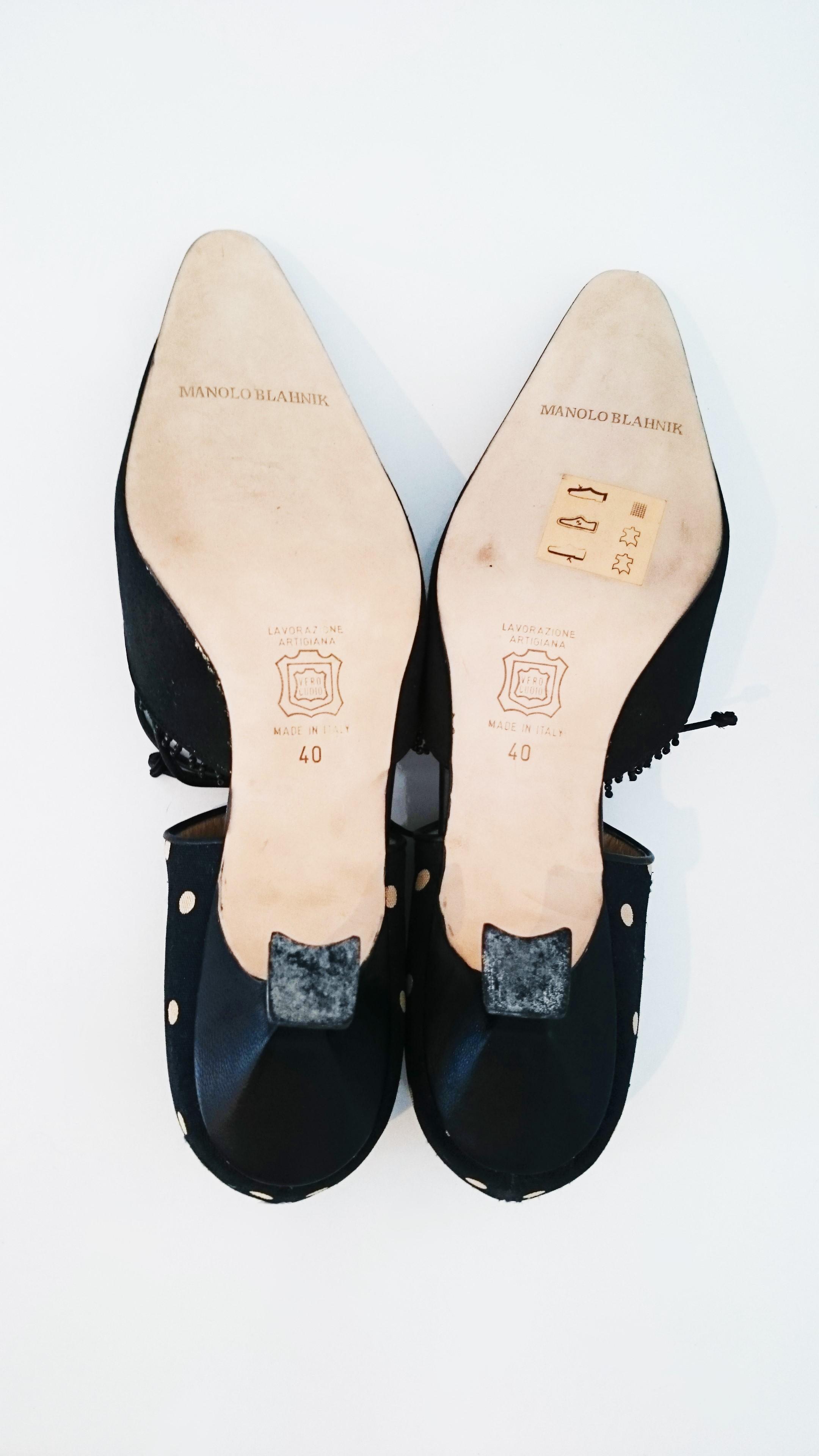 450dfd7e635a1d Manolo Blahnik schwarz Seide Absatzschuhe mit weißen Punkten. neu Größe 40  im Angebot bei 1stdibs