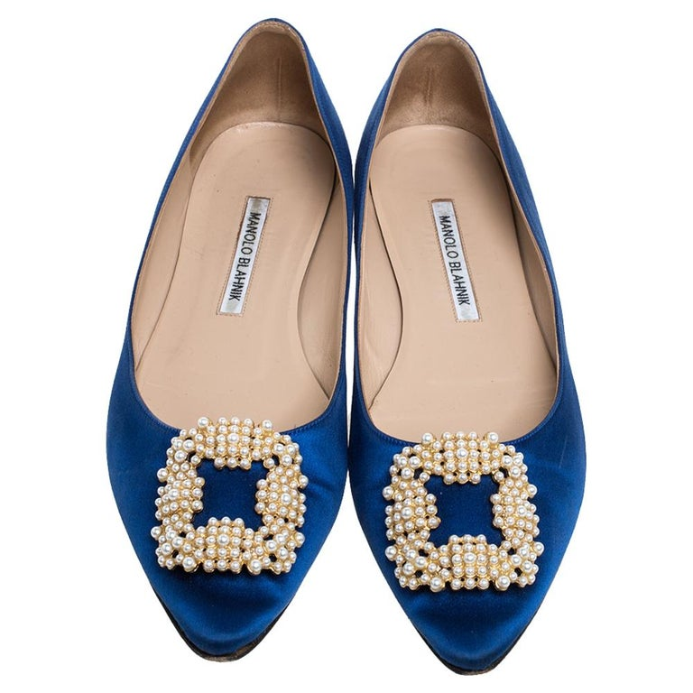 Manolo Blahnik Blue Satin Hangisi Crystal Embellished Ballet Flats Size 39.5 In Good Condition For Sale In Dubai, Al Qouz 2