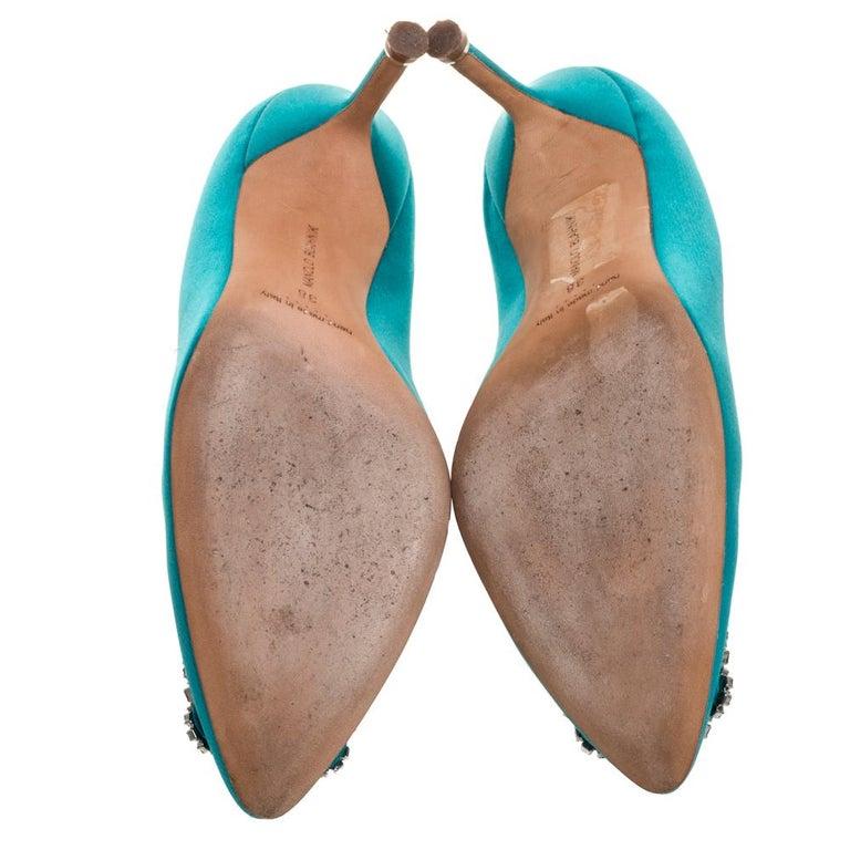 Women's Manolo Blahnik Blue Satin Hangisi Crystal Embellished Pointed Toe Pumps Size 38 For Sale