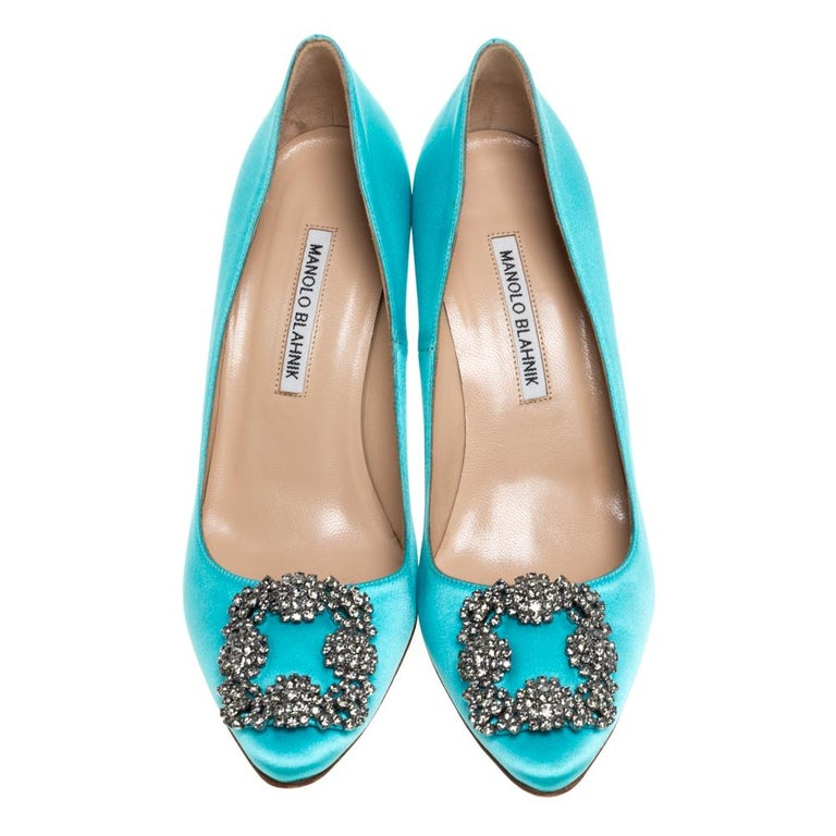 These iconic pumps are by Manolo Blahnik. Styled in blue satin with dazzling embellishments on the toes, and leather insoles to provide comfort, these luxurious pumps will never fail to lift your outfits. Complete with 9.5 cm heels, you can wear