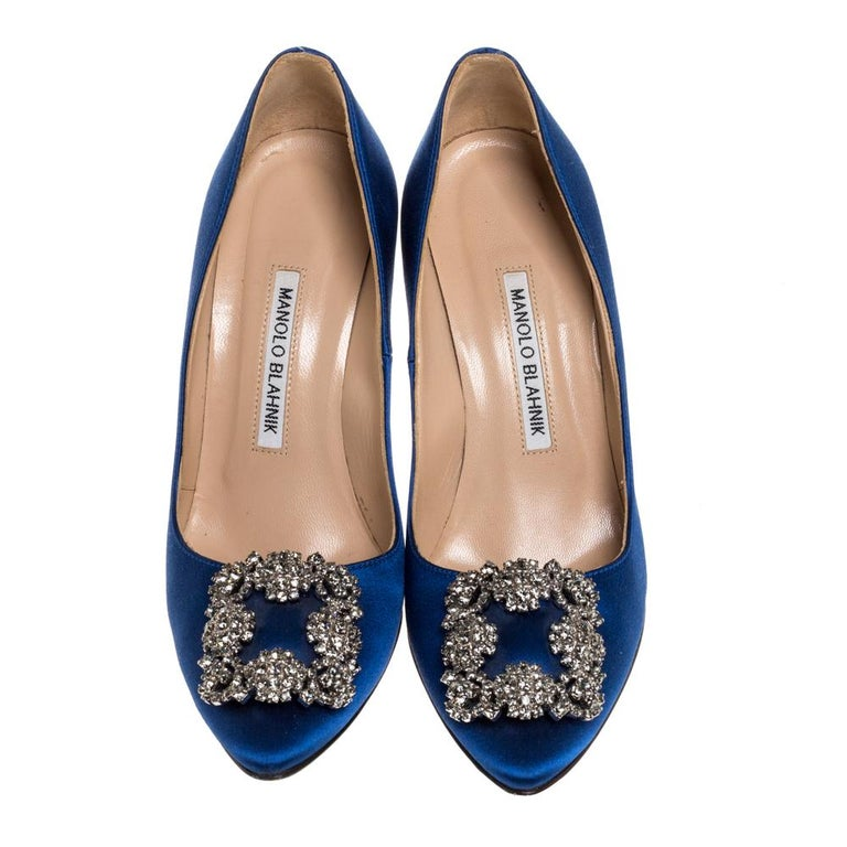 These iconic pumps are by Manolo Blahnik. Styled in a blue shade, with dazzling embellishments on the toes, and leather insoles to provide comfort, these luxurious satin pumps will never fail to lift your outfits. Complete with 10 cm heels, you can