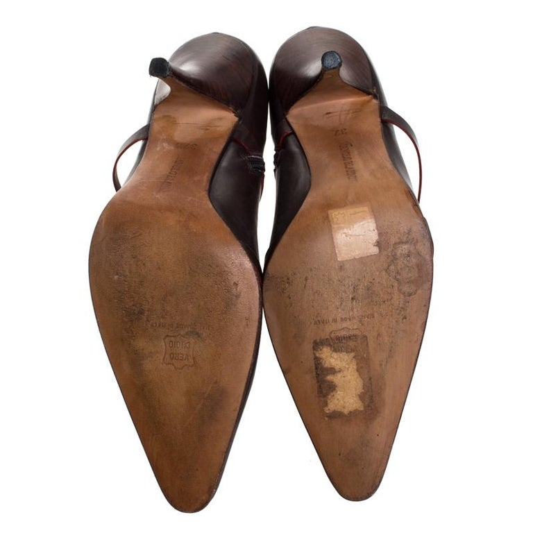 Manolo Blahnik Brown Leather Euodus Pointed Toe Booties Size 37.5 In Good Condition For Sale In Dubai, Al Qouz 2