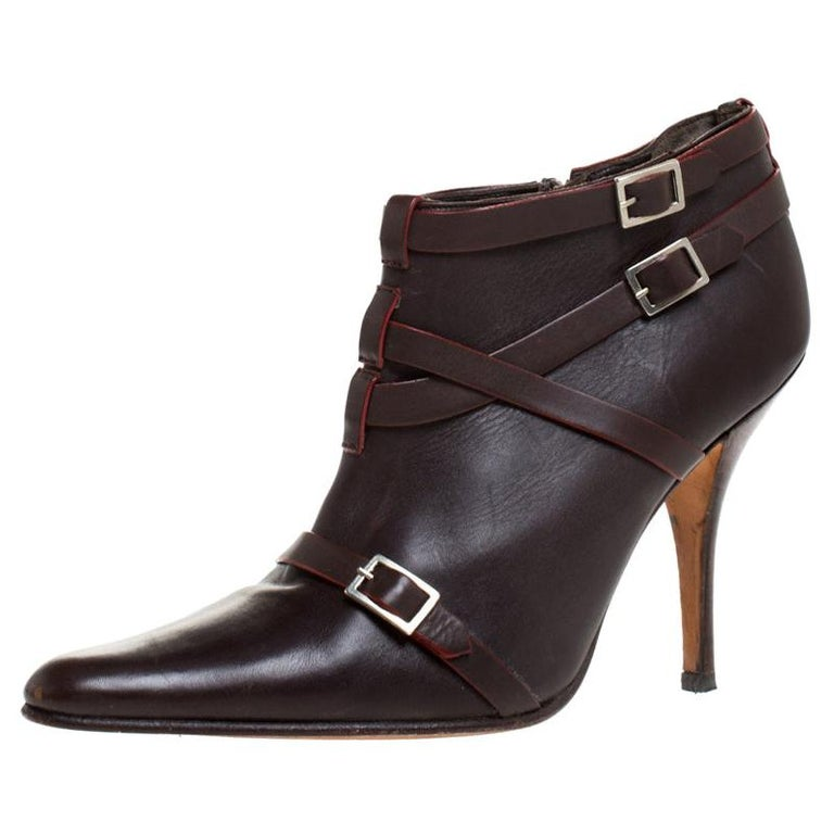 Manolo Blahnik Brown Leather Euodus Pointed Toe Booties Size 37.5 For Sale