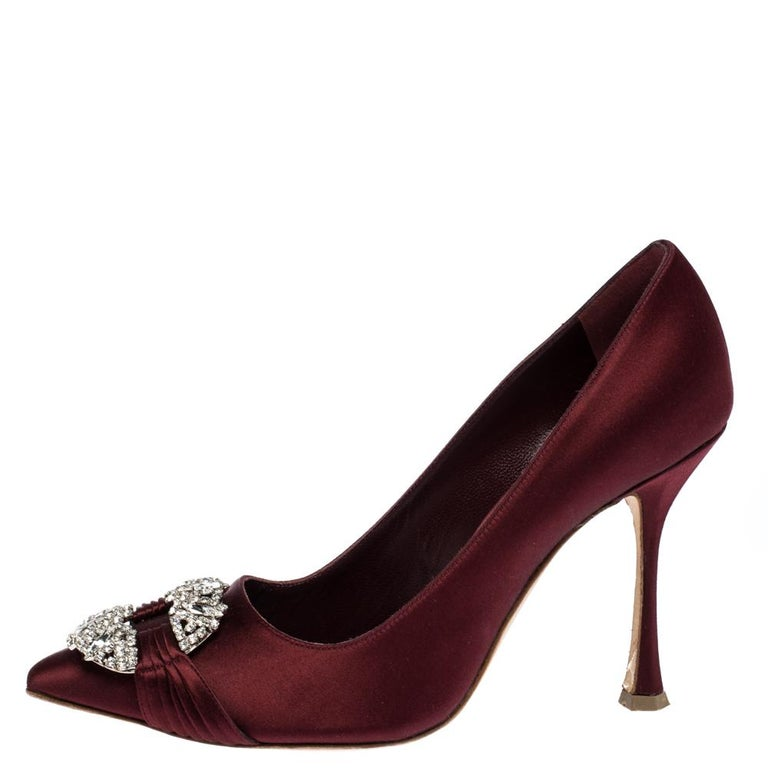 From their shape and detailing to their overall appeal, these Manolo Blahnik pumps are utterly mesmerizing. The pumps are crafted from satin and decorated with crystals on their pointed toe box. They are complete with comfortable leather-lined