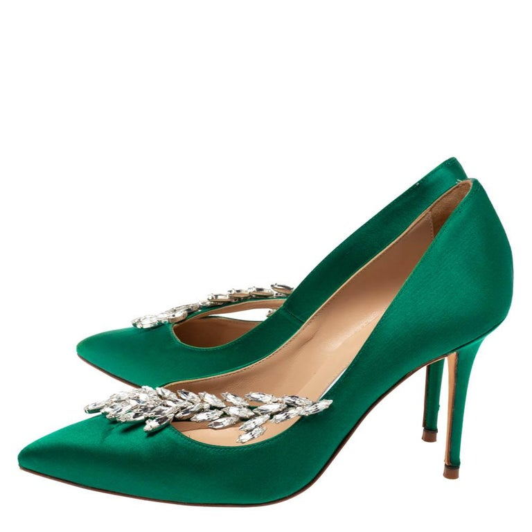 Manolo Blahnik Emerald Green Satin Nadira Crystal Embellished Pointed Toe Pumps  For Sale 1