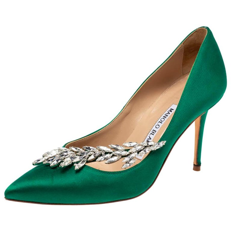 Manolo Blahnik Emerald Green Satin Nadira Crystal Embellished Pointed Toe Pumps  For Sale