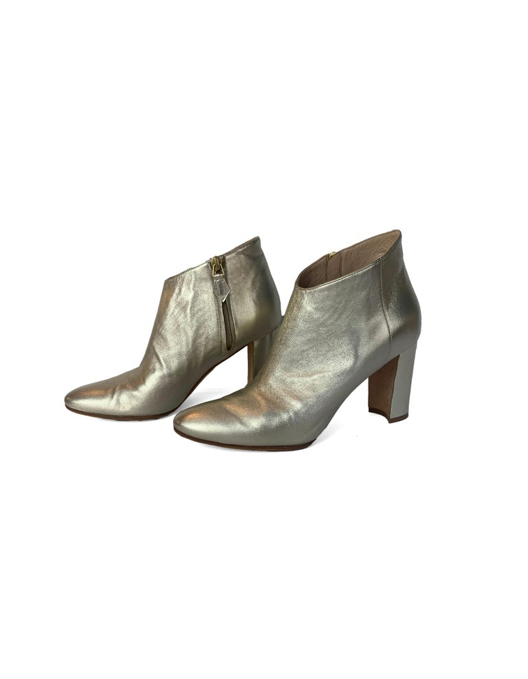 Manolo Blahnik Gold Leather Brusta Heeled Booties sz 37  Made In: Italy Color: Gold Hardware: Gold Materials: Leather Closure/Opening: Inside zipper  Overall Condition: Very good pre-owned condition.  A few scratches throughout (see pics) Estimated