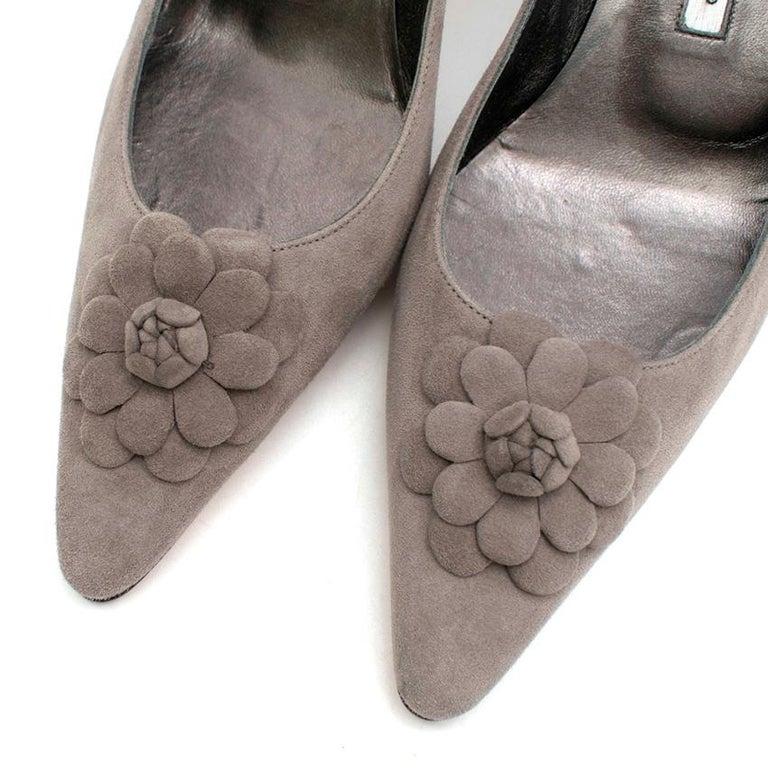 Women's Manolo Blahnik Grey Suede Kitten Heel Pumps  36.5 For Sale