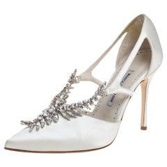 Manolo Blahnik Ivory White Satin Lala Crystal EmbellishedToe Pumps Size 39.5