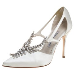 Manolo Blahnik Ivory White Satin Lala Crystal Pointed Toe Pumps Size 39.5
