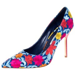 Manolo Blahnik Multicolor Floral Embroidered Canvas BB Pointed Toe Pumps Size 39